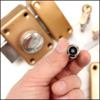 instalar cerraduras metalicas